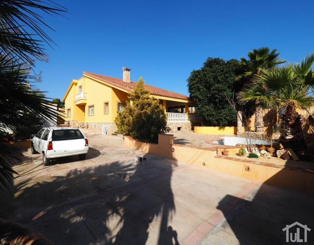 Chalet – 6 dormitorios – San Vicente del Raspeig – Villamontes