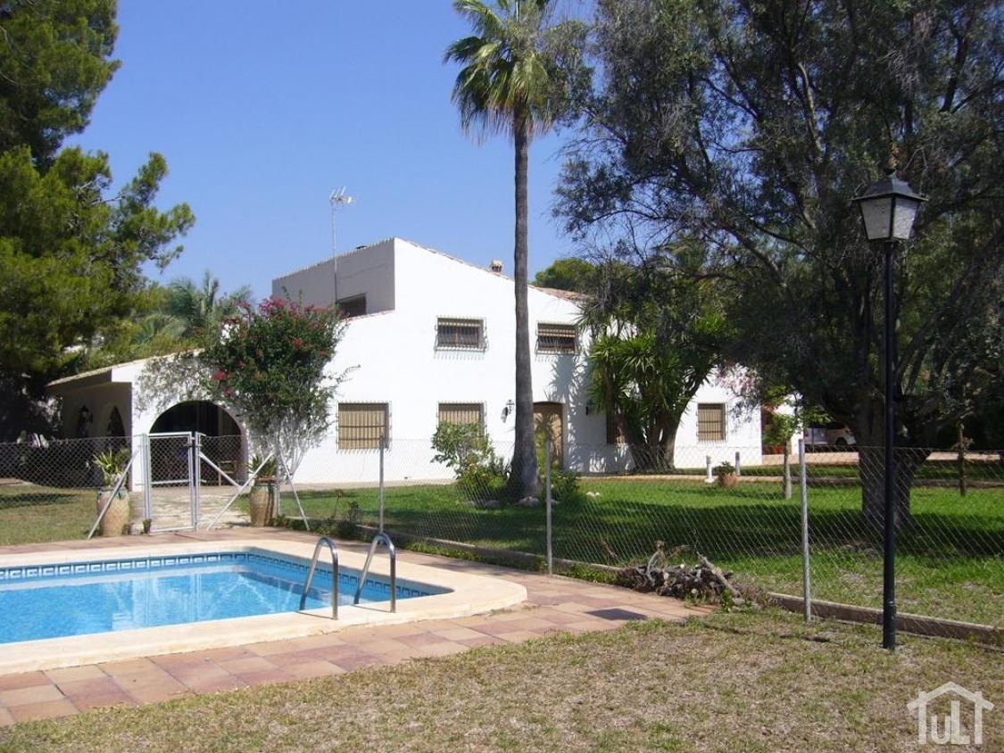Chalet – 6 dormitorios – Playa Muchavista – El Campello