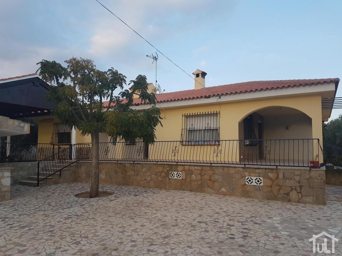 Chalet – 5 dormitorios – El Moralet – Alicante