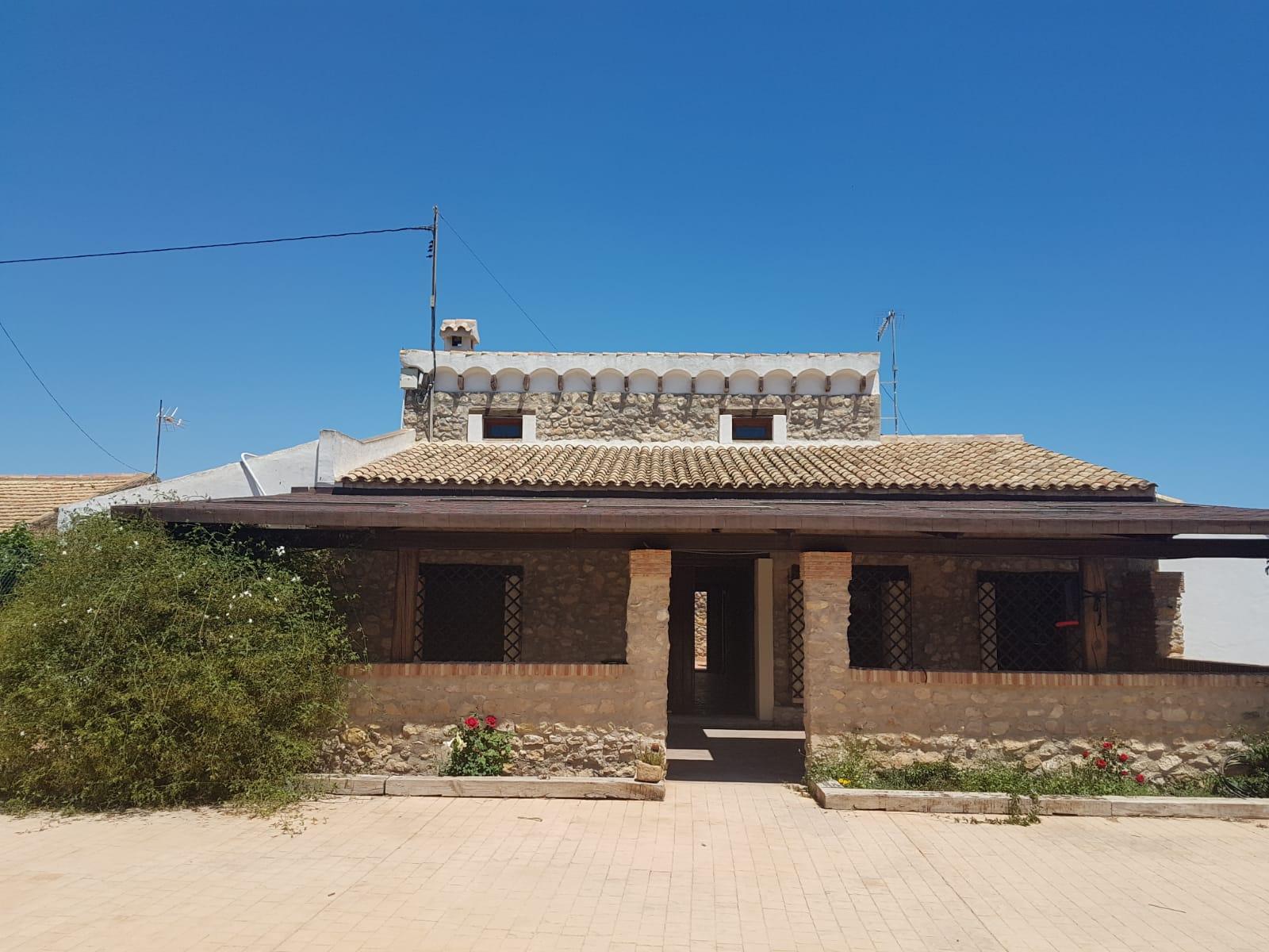 Chalet – 4 dormitorios – Alicante – Bacarot