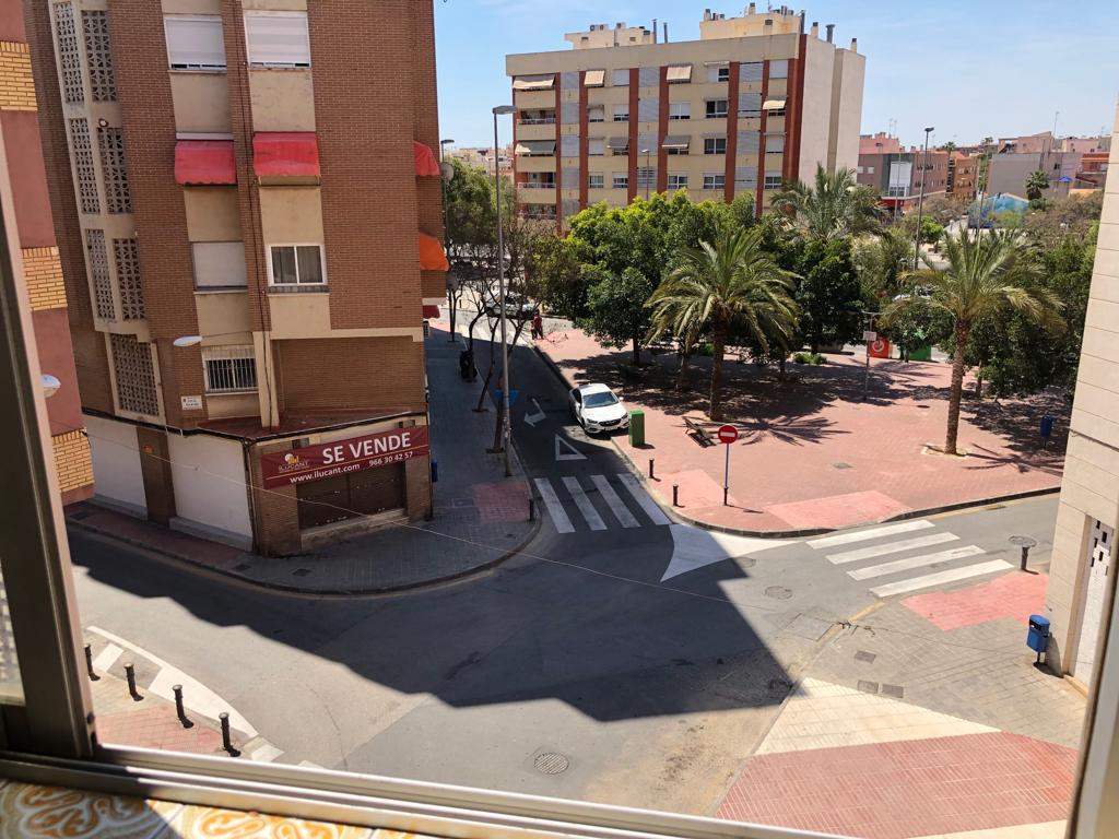 Piso – 3 dormitorios – Los Angeles – Alicante